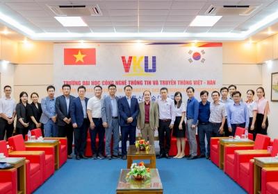 Hợp tác giữa VKU và Công ty LG Electronics Việt Nam