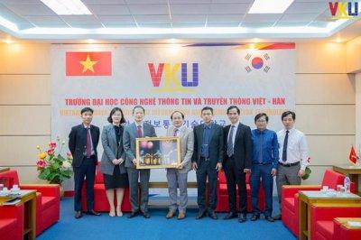 Tổng lãnh sự Hàn Quốc tại Đà Nẵng - Ngài Ahn Min Sik đến thăm và làm việc tại VKU