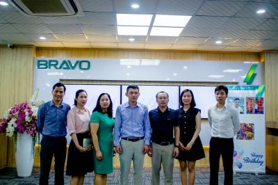 Mối quan hệ giữa VKU và Doanh nghiệp được nâng lên một tầm cao mới trong bối cảnh hội nhập: VKU đến thăm và làm việc với công ty Bravo